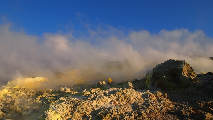 vacanze eolie - isola di vulcano fumarole