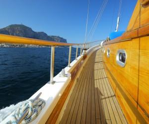 barca caicco eolie crociera vacanza