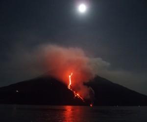 colata stromboli esplosione eolie eruzione