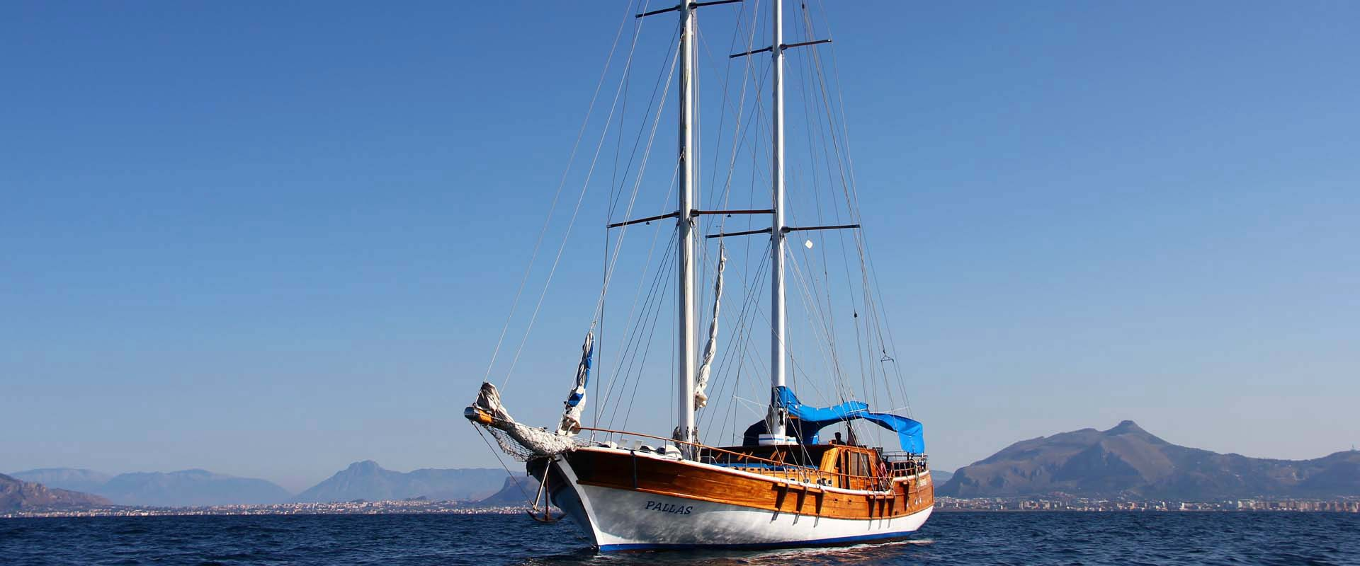 Il Caicco: barca storica e moderno yacht.
